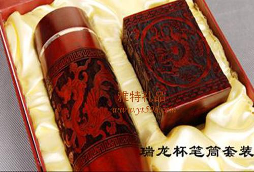 贵阳礼品,实木浮雕龙杯笔筒二件套885元工艺精品 - 其他精品