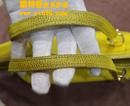 蔻驰(COACH)鲜艳黄色皮包补色对比图