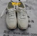 白色耐克运动鞋发黄清洗保养对比图