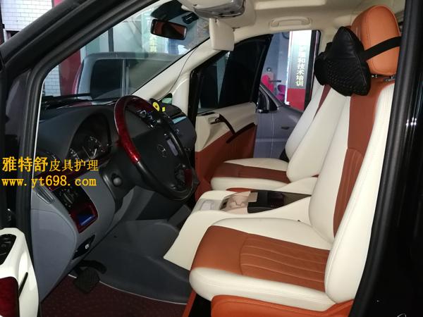 奔驰旅行车白棕双色全车真皮清洗护理图清洗护理后